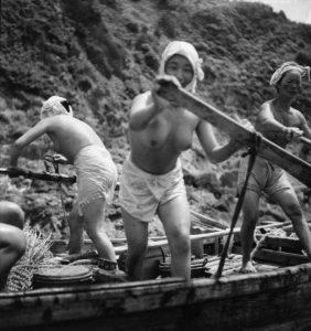Domon Ken - Pescatrici di perle (ama san) 1948. Ken Domon Museum of Photography